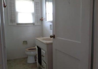 4. bathroom   1559 vancouver